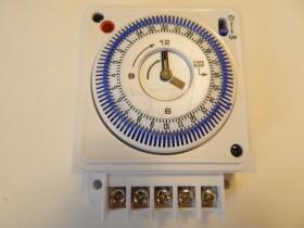 تایمر برق آنالوگ و عقربه ای تابلویی ذخیره دار نیاکو مدل بی301
